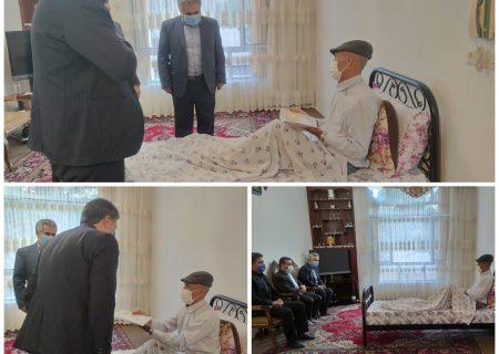 به منظور گرامیداشت هفته دفاع مقدس، اعضای شورای اسلامی شهر سلماس با حضور تنی چند از مسئولان با دو جانباز گرانقدر «شکر مرادی » و «حمید حیدرپور» دیدار کردند.